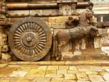 Horse and cart statue Thanjavur.jpg