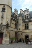 Courtyard of the Hôtel du Cluny (late 15th C)