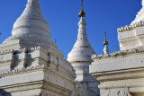 Sandamani Paya was built as a memorial to Prince Kanaung, brother of King Mindon, who was assassinated in 1866