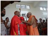 21-HH swamy honouring Sri HH Sarada peet swamiji who came to wish swamy on his thirunakshatram.JPG