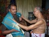17-Sri Venkatesan swamy honoring sri Jeyaraman.JPG