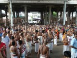 02-Devotees waiting for the First darshan.JPG