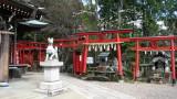 Inari-kitsune in Sankō-Inari-jinja courtyard