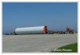 Gigantesque partie d'une éolienne