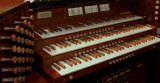 Close up of the organ console (large size photo)