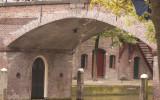 Door kijkjhe onder één van de vele bruggen