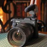 Nikon 1 V1 mit Sennheiser Mikrofon