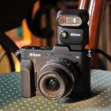 Nikon 1 V1 mit Blitz Nikon SB N5