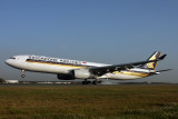 SINGAPORE AIRLINES AIRBUS A330 300 BNE RF IMG_5801.jpg