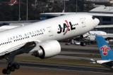 JAPAN AIRLINES BOEING 777 200 SYD RF IMG_1187.jpg