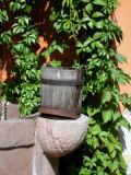 359 Village de Turckheim - seau sur un puits