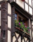393 Riquewihr-  fenêtre décorée