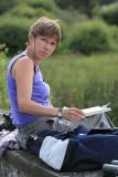 Christine travaille au bord de l'étang de Sandun - MK3_4745_DXO.jpg