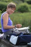 Christine travaille au bord de l'étang de Sandun - MK3_4746_DXO.jpg