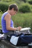 Christine travaille au bord de l'étang de Sandun - MK3_4747_DXO.jpg