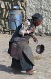 Carrying water, Tingri