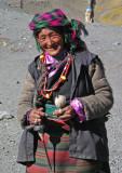 Spinning wool, Karo La