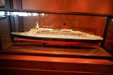 QUEEN VICTORIA Commodore Club Queen Elizabeth 2 Model