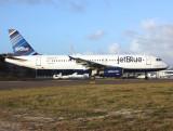 A-320   N648JB