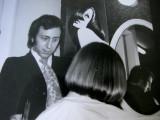 john santilli teaching a student the bob cut