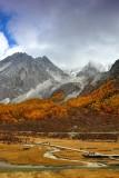 Xianuoduoji (Chenadorje) in Clouds 夏洛多吉
