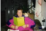 Jasmin læser silkehønseblad