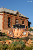 7626b- Painted VW bug outside Peter Browne gallery, Silverton