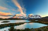 Lago Pehoe at sunrise