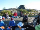 Samling för matintag på Stora Bredskär i Ut-Fredel