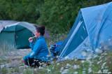 Vildan från lagnord hade färgmatchat med tältet, när hon borstade tänderna...