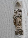Staande Maria met Kind - Eekhoutstraat 37