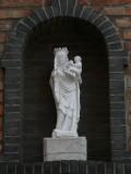 Staande Maria met Kind (koningin) - Steenstraat 66