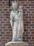 Staande Maria met Kind (koningin) - Kastanjeboomstraat 30