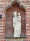 Staande Maria met Kind (koningin) - plein van Novotel Katelijnestraat