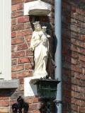 Staande Maria met Kind (Koningin) - A. Rodenbachstraat 23