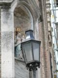 Staande Maria met Kind (koningin) - Beenhouwersstraat 1