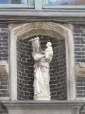 Staande Maria met Kind (koningin) - Sint-Jacobsstraat 7