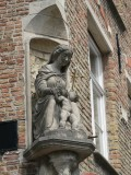 Zittende Maria met Kind - Smedenstraat 6