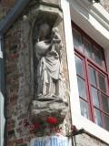 Staande Maria met Kind - Ezelstraat 98 hoek Klaverstraat