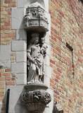 Staande Maria met Kind (koningin) Sint-Jacobsstraat 58