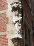 Staande Maria met Kind (koningin) - Korte  Riddersstraat 1