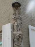 Staande Maria met Kind (koningin) - Sint-Walburgastraat 6