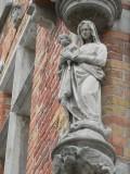 Staande Maria met Kind - Sint-Clarastraat 1
