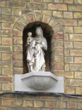 Staande Maria met Kind (koningin) - Julius  Maurits Sabbestraat 15