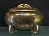 Pot with snail legs (1912)