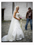 17. Stealing the bride`s attention...