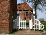 Ezinge - Kerk met t olle hek