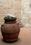 Urn in a Tuscan courtyard