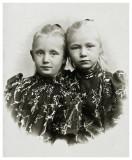 Bodil og Dorthea ca. 1895