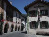 winding through small Italian towns